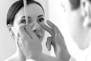 How To Choose Between A Plastic Surgeon, Dermatologist Or Cosmetic Surgeon?